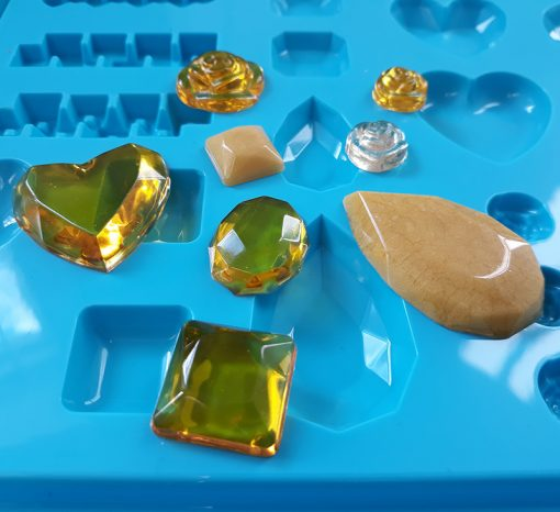 Gedeo resin in silicone mould