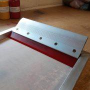 Aluminium squeegee in aluminium printing screen