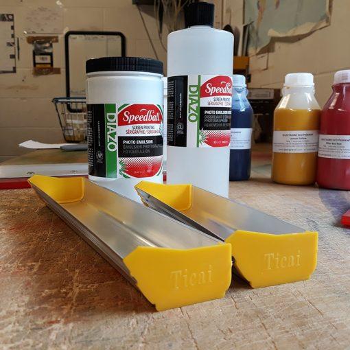 Emulsion scoop for screen printing mesh