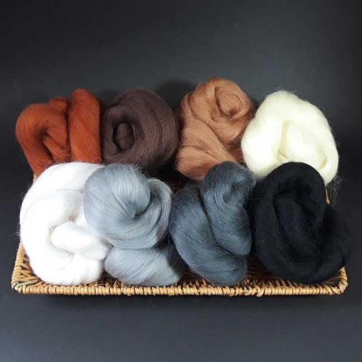 Small amounts of wool tops for felting